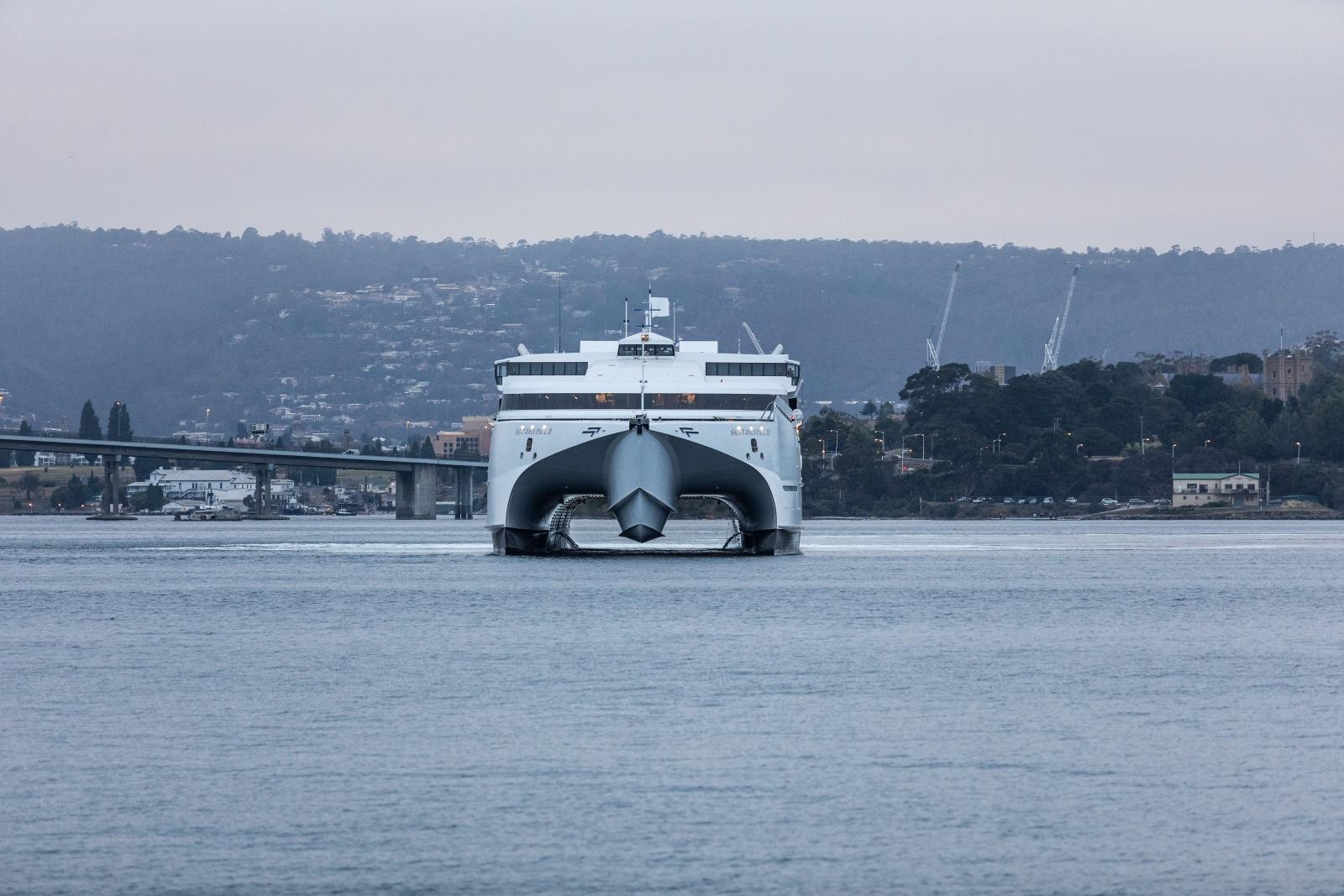 Commercial maritime prospectus photo